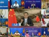 国务院总理李克强12日在人民大会堂出席第23次中国-东盟(10+1)领导人会议。会议以视频形式举行,李克强与东盟轮值主席国越南总理阮春福共同主持会议。(法新社)