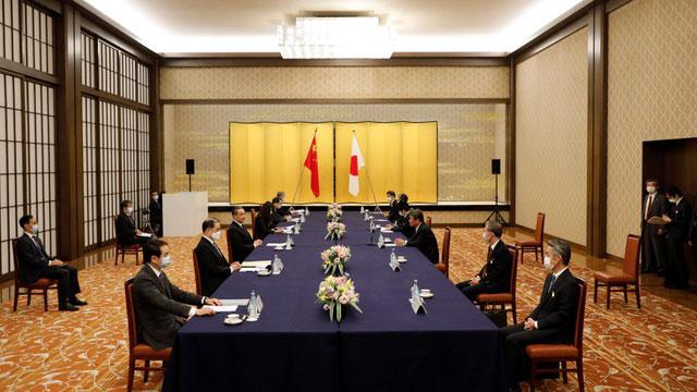 王毅在日本谈及钓鱼岛(日称尖阁诸岛)问题,中日双方各自坚持立场。(法新社)