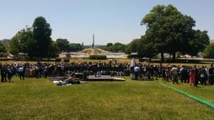 八九六四30周年华盛顿纪念会背面全景。这个活动由美国共产主义受难者基金会主持,有众多中美人权团体参加。(北明拍摄)