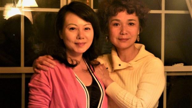 2014年4月耿潇男(左)与本节目主持人北明。北明提供