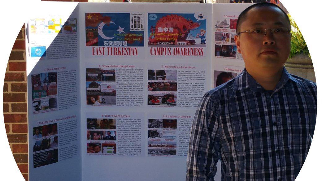 2018年10月30日, 乔治亚大学校园Tate Plaza 东突厥斯坦校园觉醒运动海报展。(古懿提供)