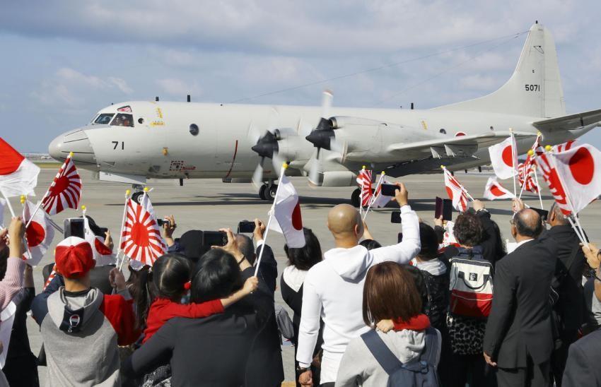 日本海上自卫队P-3C反潜巡逻机1月11日从冲绳那霸空军基地起飞,到中东附近海域执行情报搜集任务。(KYODO)