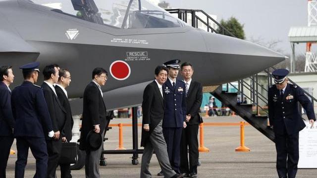 美国F-35战机在日本组装因受疫情影响而停工一周。图为在日本基地展示的F-35样机。(Public Domain)