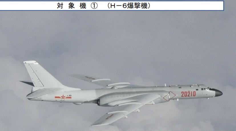 7月23日,中国空军派出轰-6K轰炸机在东北亚举行首次联合空中战略巡航。(日本防卫省)