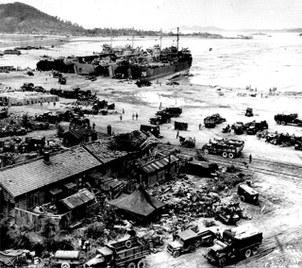 美国应记取朝鲜战争中战略模糊的教训。图为联合国军在仁川登陆。(维基百科)