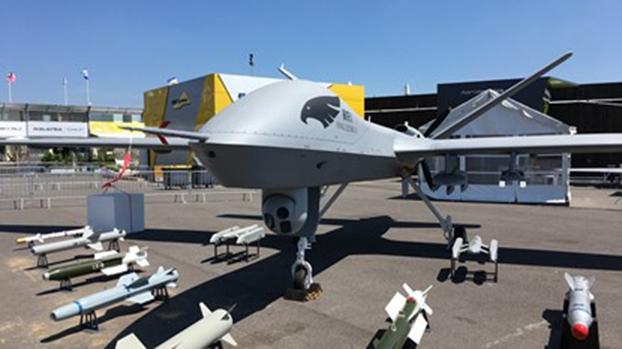 翼龙-2无人机在也门斩首胡塞武装组织领导人萨马德(Saleh al-Sammad)而声名大噪。图为2017年翼龙-2在巴黎航展。(Flight Global)