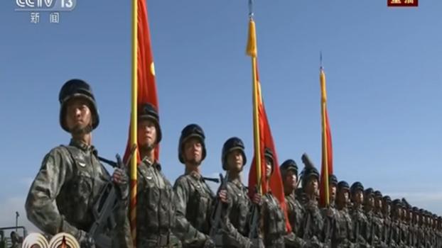11月7日起解放军开始施行《联合作战纲要(试行)》。图为建军90周年沙场阅兵。(视频截图)