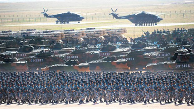 11月7日起解放军开始施行《联合作战纲要(试行)》。图为建军90周年沙场阅兵。(Public Domain)