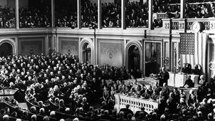 1941年12月7日,日本偷袭珍珠港,引起全美同仇敌忾。美国总统罗斯福隔天在国会发表国耻演说。(Daily Mail)