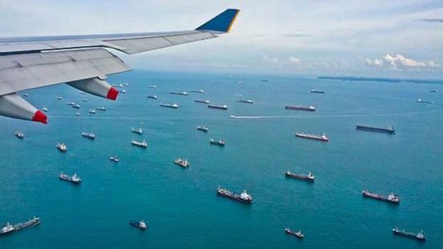 """""""离岸控制""""战略,以掐住中国海上经济动脉为目标。左图为马六甲海峡。(Flickr)"""