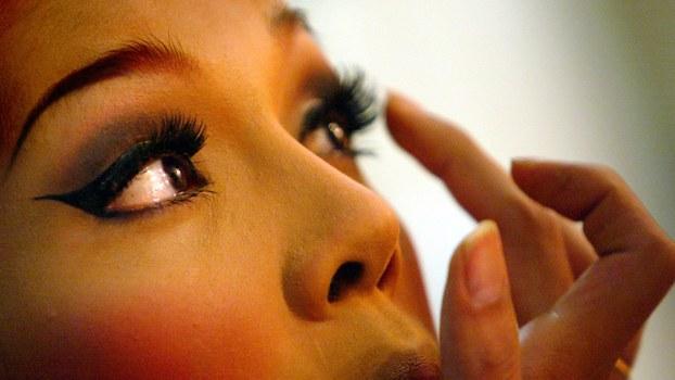 假睫毛属于皮草产业的一环,透视产业链,牵涉环境生态和公共卫生风险。(路透社)