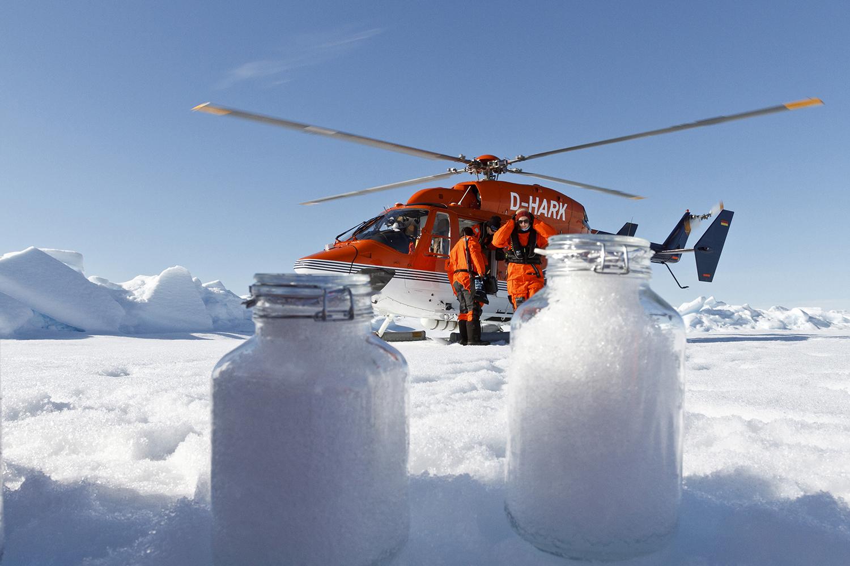 科学家最近在北极冰雪层发现微塑料的踪影。(法新社)