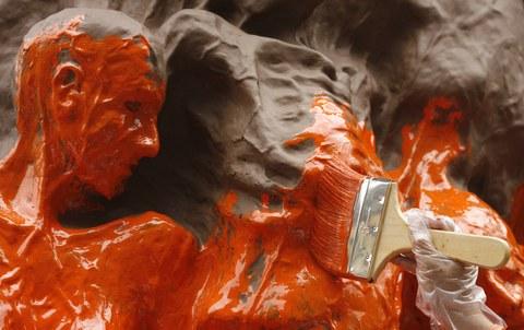 涂料丰富人类生活,鲜艳色彩掩盖的是环境污染和公共健康危机。(路透社)