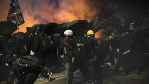 2019年11月12日香港街头的抗议者。(美联社)