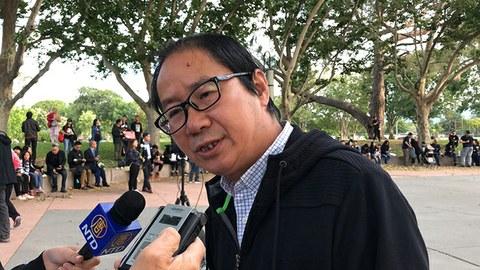 赵昕在美国声援香港反送中运动集会上接受媒体采访(新唐人)