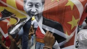 2020年6月24日,印度民众在抗议中国并焚烧习近平照片。(美联社)