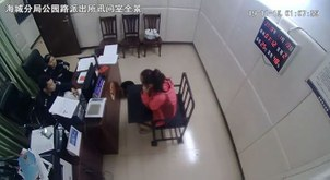 因言获罪案件之一:北海晚报微信公号公布广西因涉港言论被拘女子受讯照片