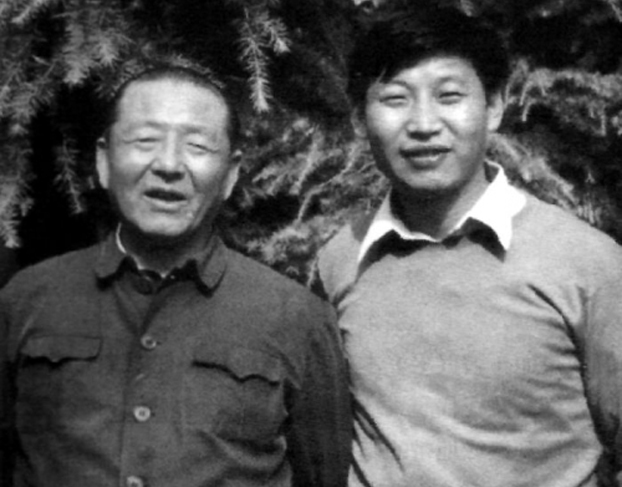 图片:习仲勋与习近平旧照(网络资料)