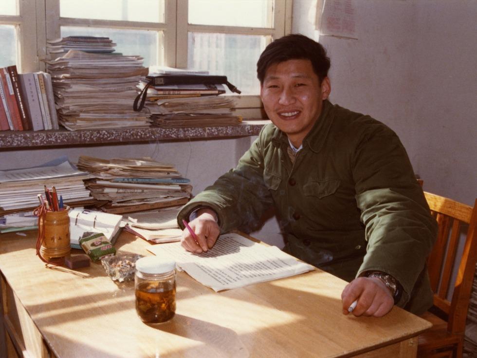 习近平在担任正定县县委书记期间。(Public Domain)
