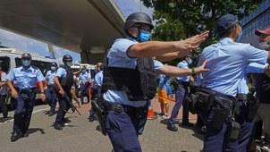 2020年7月6日,香港法院外的警察。(美联社)