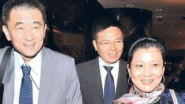 朱镕基的女儿朱燕来(右)和女婿梁青(左)(图源:明镜网)