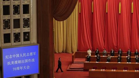 2020年10月22日,中国举行纪念朝鲜战争70周年活动,图为中国国家主席习近平走进会场。(美联社)