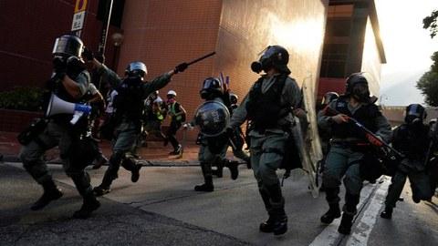 2019年9月21日,香港警察追捕抗议者。(美联社)