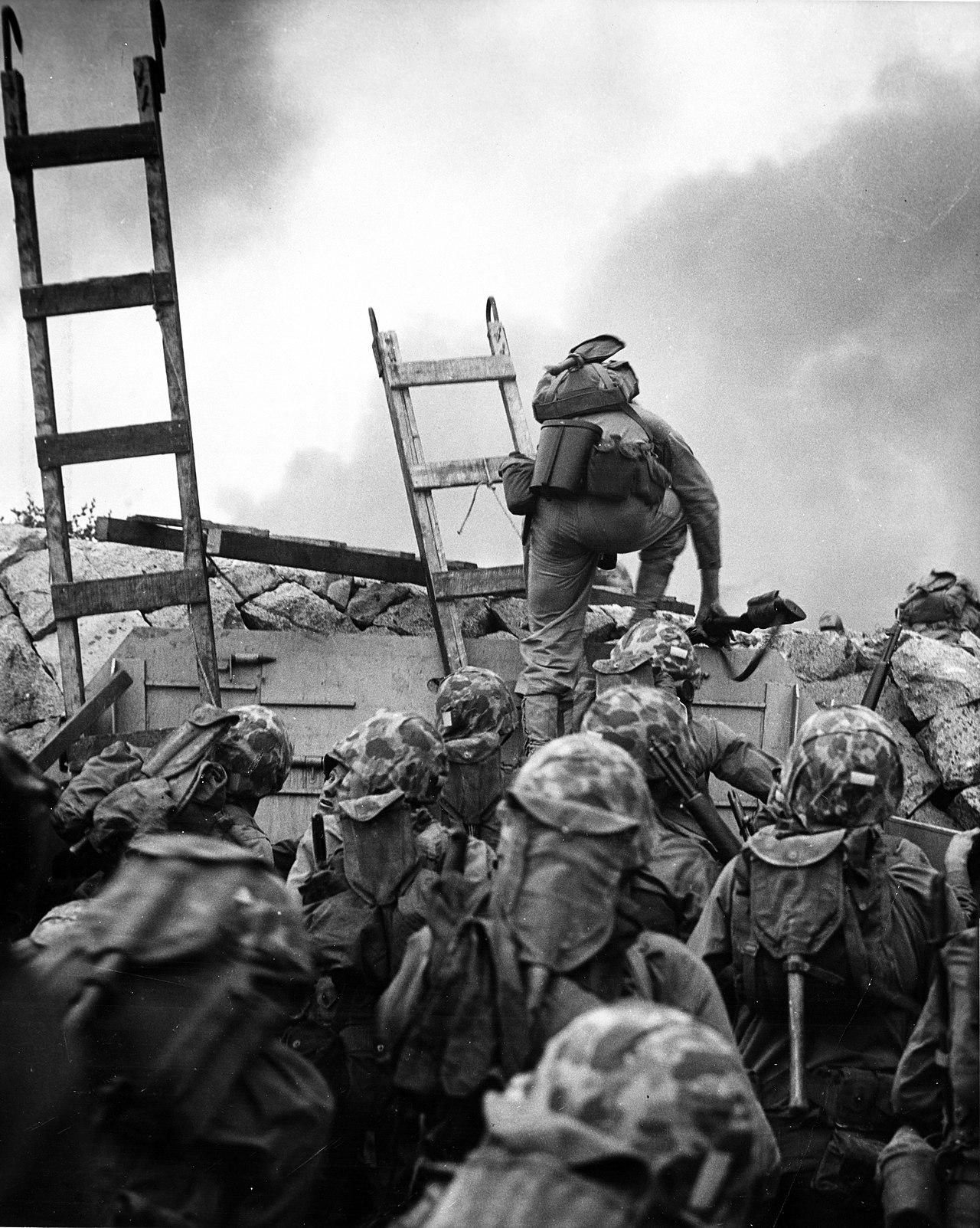 1950年9月15日,美国海军陆战队员正在奋勇进攻仁川滩头。(维基百科)